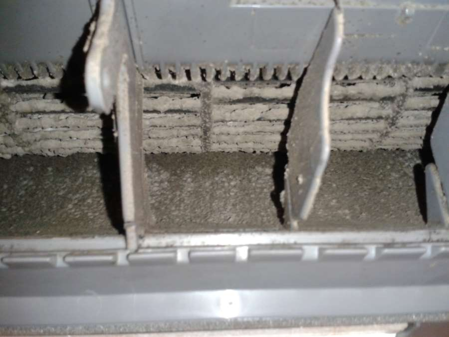servis klimatizace - znečištěný ventilátor vnitřní klimatizace